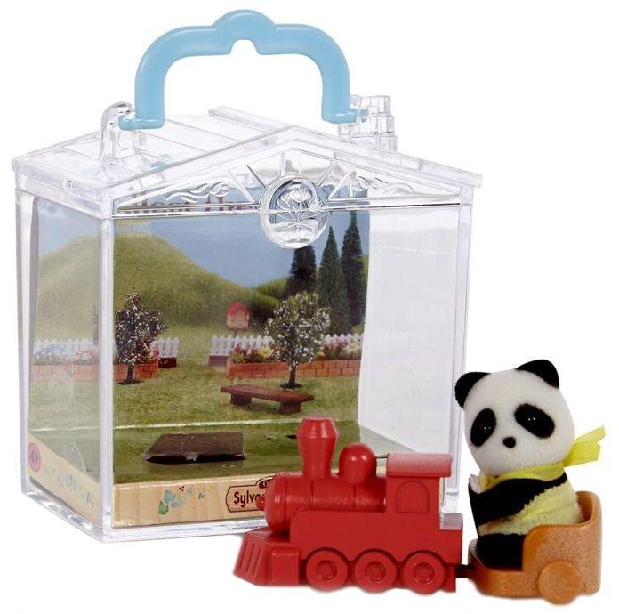 Игровой набор Sylvanian Families 3350 Младенец в пластиковом сундучке (панда на каталке-паровозе)