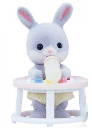 Купить Игровой набор Sylvanian Families Младенец в пластиковом сундучке (кролик в ходунках) в интернет магазине игрушек и детских товаров
