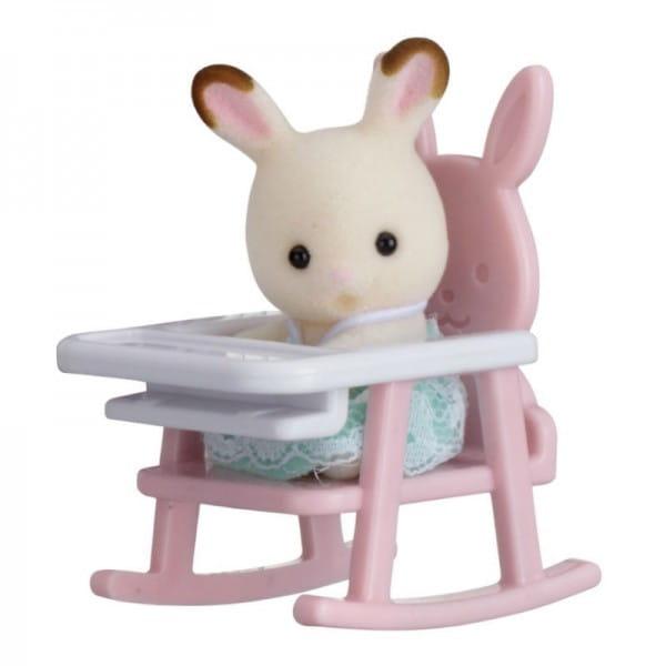Игровой набор Sylvanian Families Младенец в пластиковом сундучке - кролик в детском кресле