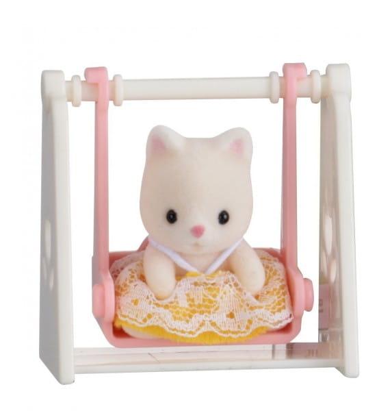 Игровой набор Sylvanian Families Младенец в пластиковом сундучке - кошка на качелях