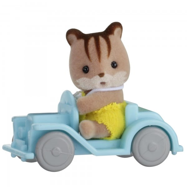 Игровой набор Sylvanian Families Младенец в пластиковом сундучке - бельчонок на машине