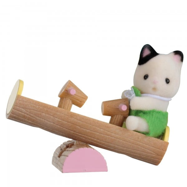 Игровой набор Sylvanian Families Младенец в пластиковом сундучке - котенок на качелях