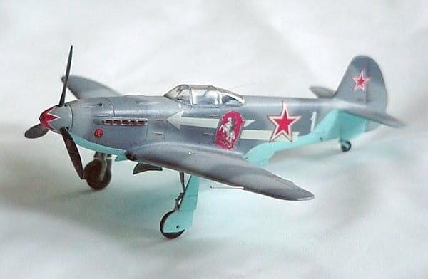Сборная модель Звезда Самолет ЯК-3