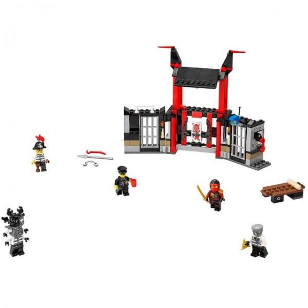 Конструктор Lego Ninjago Лего Ниндзяго Побег из тюрьмы Криптариум