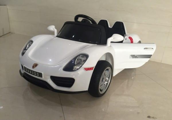 Электромобиль с дистанционным управлением River Toys Porshe O003OO VIP (с резиновыми колесами)