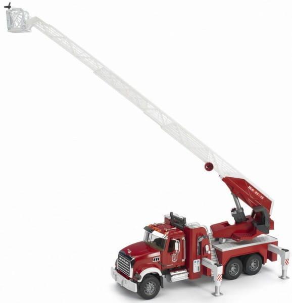 Пожарная машина Bruder Mack с выдвижной лестницей (со световыми и звуковыми эффектами)