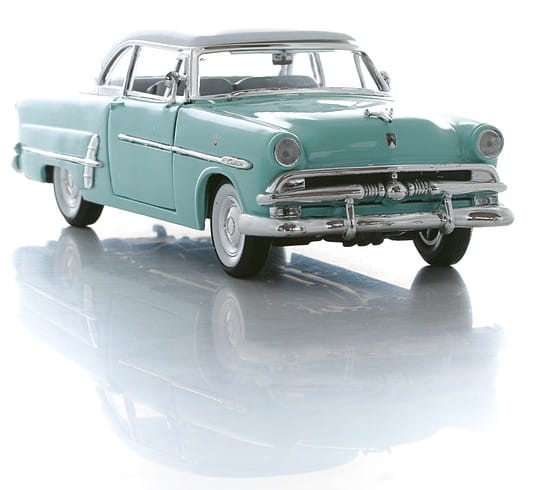 Винтажная машина Welly Ford Victoria 1953 1:24