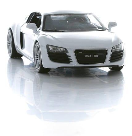 Машинка Welly Audi R8 1:24