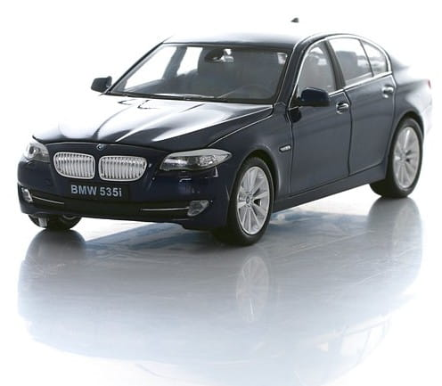 Машинка Welly BMW 535I 1:24