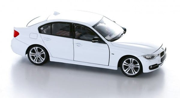 Машинка Welly BMW 335 1:24