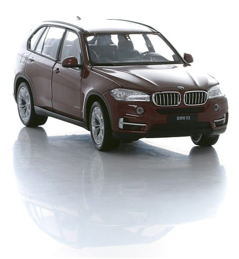 Машинка Welly 24052 BMW X5 1:24