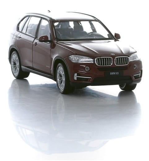 Машинка Welly BMW X5 1:24