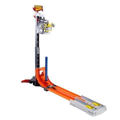 Купить Автотрек Hot Wheels Гоночная команда и вертикальный взлет (Mattel) в интернет магазине игрушек и детских товаров