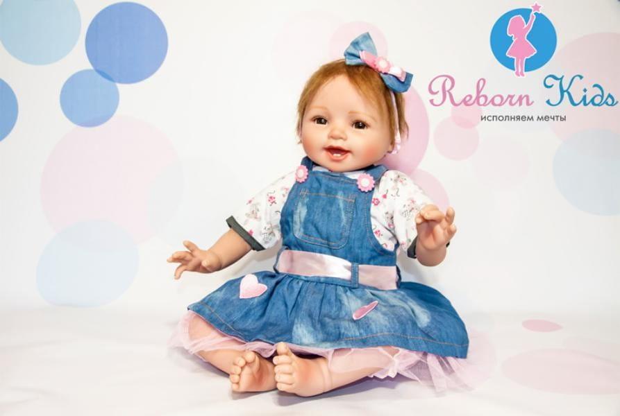 Кукла-пупс REBORN KIDS Варенька - 55 см (в джинсовом сарафане)