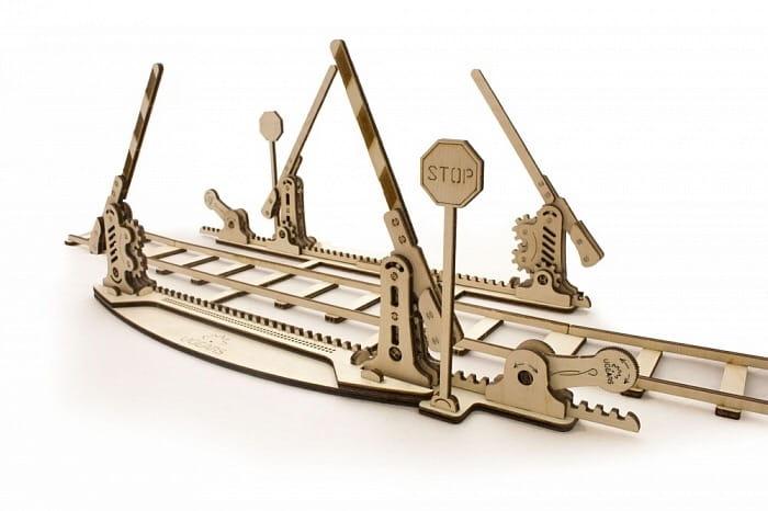 Механический деревянный 3D конструктор UGEARS Переезд с рельсами - Деревянные конструкторы