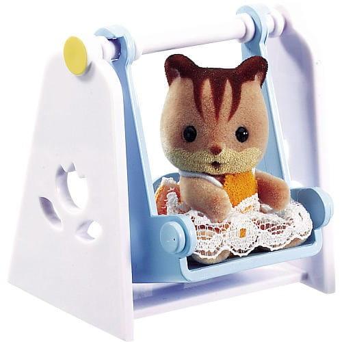 Купить Игровой набор Sylvanian Families Младенец в пластиковом сундучке (бельчонок на качелях) в интернет магазине игрушек и детских товаров