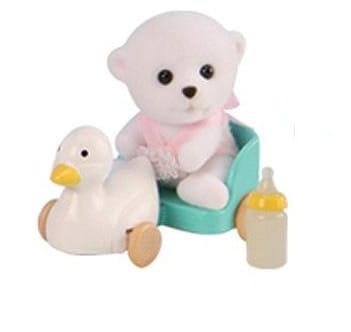 Купить Игровой набор Sylvanian Families Младенец в пластиковом сундучке (белый медвеженок на каталке) в интернет магазине игрушек и детских товаров
