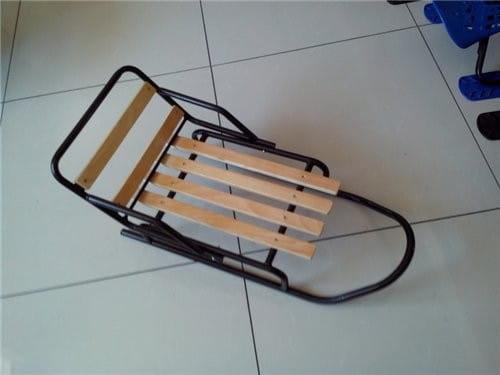 Купить Металлические санки River Toys с деревянным сидением - 45 см в интернет магазине игрушек и детских товаров